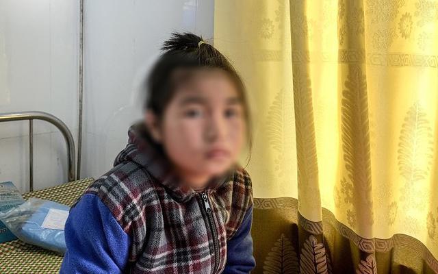 Cấp cứu kịp thời bé gái 10 tuổi trong chuyến khám bệnh nhân đạo