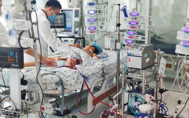 Can thiệp ECMO cứu bệnh nhi viêm cơ tim, sốc tim nguy kịch