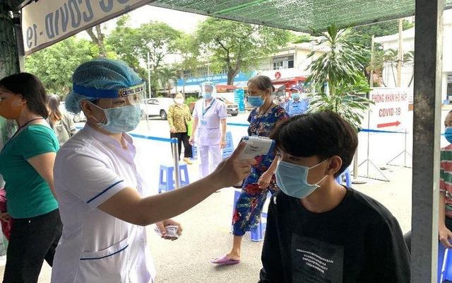 Nhân viên y tế phải ở nhà sau giờ làm việc tại bệnh viện, hạn chế tiếp xúc người xung quanh