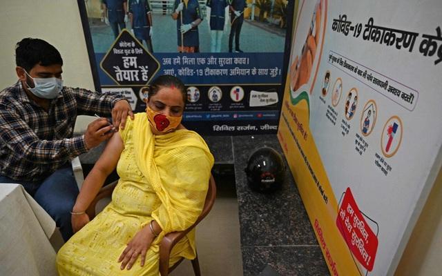 Ấn Độ ưu đãi như thế nào để người dân tiêm vaccine COVID-19?