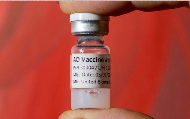 Vaccine Alzheimer đầu tiên trên thế giới vượt qua các thử nghiệm an toàn trên người