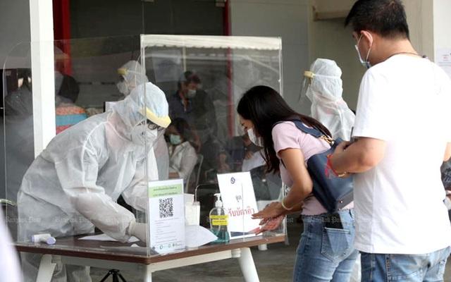 Tăng mạnh số ca nhiễm mới, Thái Lan sử dụng xuyên tâm liên điều trị bệnh nhân không triệu chứng