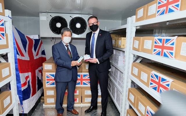 Việt Nam nhận 415.000 liều vaccine COVID-19 do Chính phủ Anh trao tặng