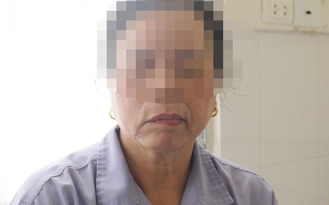 Người phụ nữ bị méo miệng, mắt không nhắm được do tắm muộn