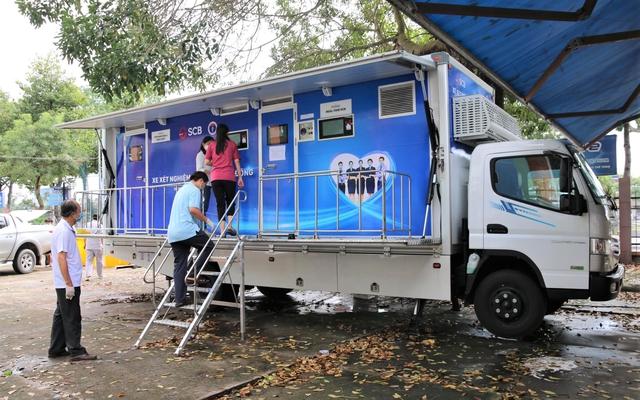 Tiền Giang đưa vào hoạt động xe xét nghiệm lưu động tại các điểm nóng