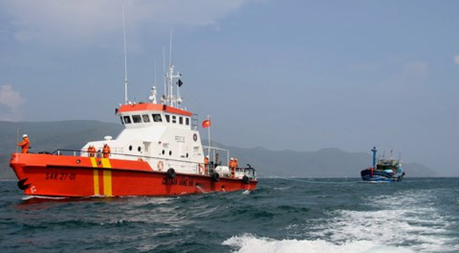 Marine rescue forces help fishing boats in need