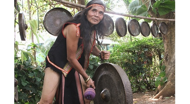 Artisan preserves Ba Na gong soul in Ngoc Bay