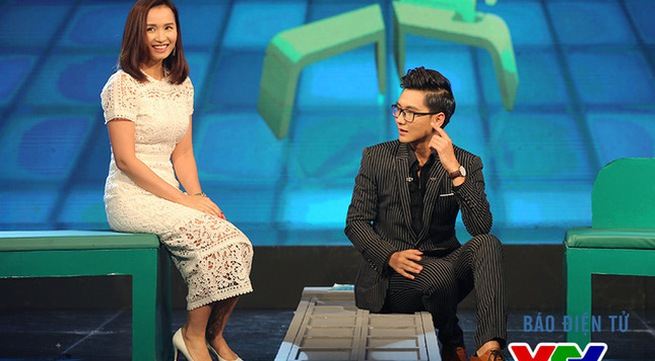 Chair Without Back – Celebrities revealing program is back