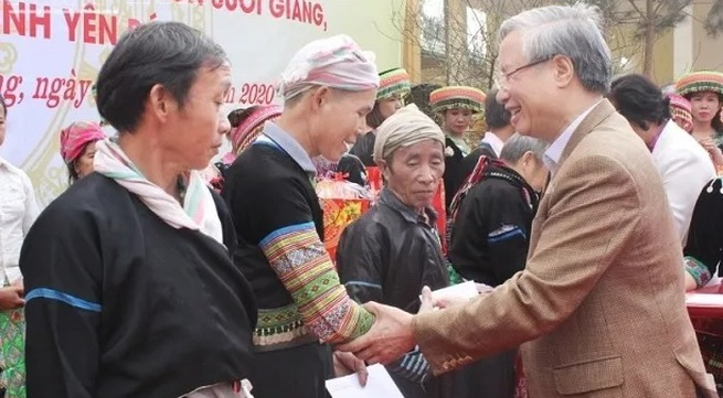 Tet gifts reach policy beneficiaries and needy people