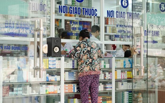 Người có dấu hiệu cảm cúm, ho, sốt phải khai báo y tế