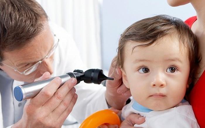 Những lưu ý khi trẻ bị viêm tai giữa