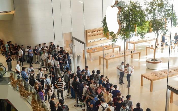 iPhone 11 ra mắt, người Thái Lan xếp hàng chờ mua từ lúc nửa đêm