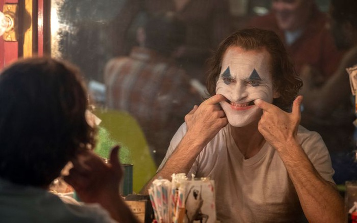 """""""Joker"""" trở thành phim chuyển thể từ truyện tranh có lợi nhuận cao nhất mọi thời đại"""