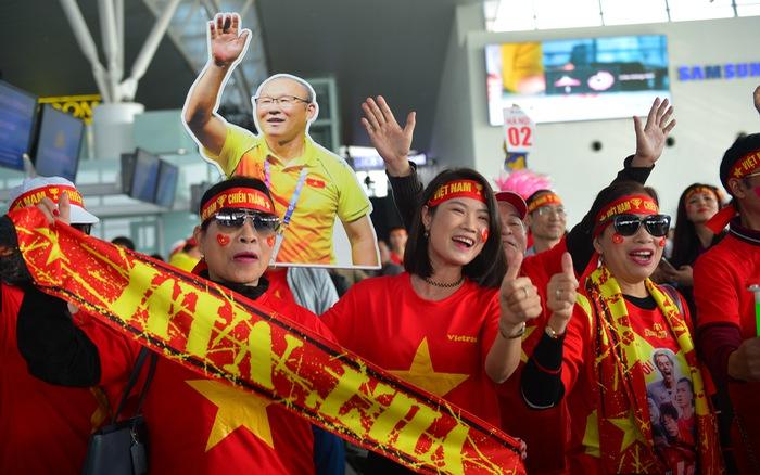 """CĐV Việt Nam """"xài"""" data miễn phí khi sang Philippines cổ vũ chung kết SEA Games"""