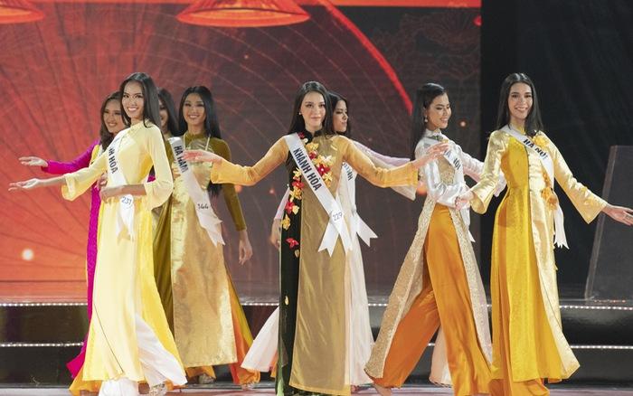 """Top 45 trình diễn áo dài đẹp """"hớp hồn"""" tại Bán kết Hoa hậu Hoàn vũ Việt Nam 2019"""