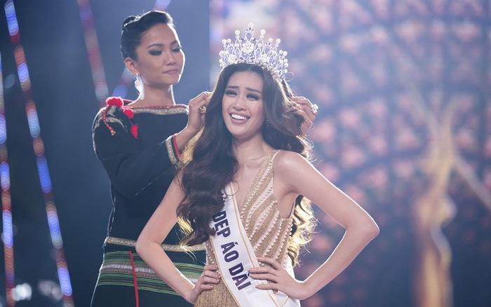 Khoảnh khắc H'Hen Niê trao lại vương miện cho tân Hoa hậu Hoàn vũ Nguyễn Trần Khánh Vân - kết quả xổ số trà vinh