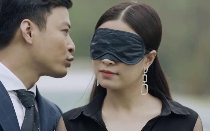 Mê cung - Tập 1: Háo hức trong ngày kỷ niệm tình yêu, Lam Anh (Hoàng Thùy Linh) lại bị bạn trai Khánh (Hồng...