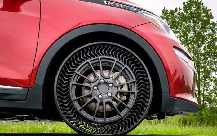 tất cả các nhà sản xuất lốp đều sử dụng cùng một chất hấp thụ là bột carbon đen.