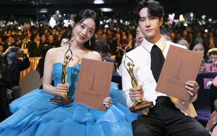 Triệu Lệ Dĩnh - Vương Nhất Bác nhận giải Nam - Nữ diễn viên yêu thích nhất