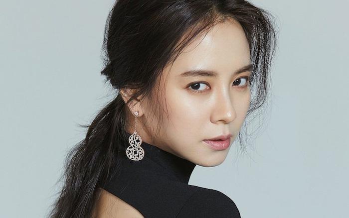 Liên tục bị chê gu thời trang, Song Ji Hyo bất ngờ