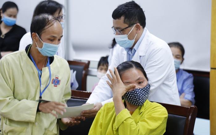 Bệnh viện K hỗ trợ hơn 100 bệnh nhân ung thư sống tại các vùng bị thiệt hại do mưa lũ