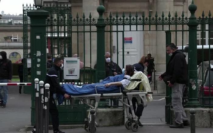 Pháp dự kiến tiêm chủng đại trà vaccine COVID-19 vào mùa xuân
