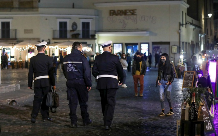 Tây Ban Nha tuyên bố tình trạng khẩn cấp quốc gia