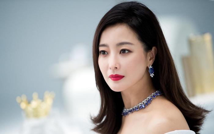 Kim Hee Sun thừa nhận học hỏi từ việc đóng cặp với trai trẻ