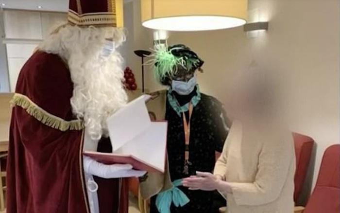 """Vụ việc ông già Noel """"siêu lây nhiễm"""" tại Bỉ tiếp tục khiến 18 người tử vong vì COVID-19"""