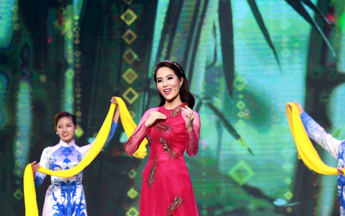 """Top 5 Hoa hậu biển Việt Nam 2016 từng """"mắc nợ"""" 5 môn, sau khi thi Hoa hậu phải """"cắm đầu học trả nợ"""""""