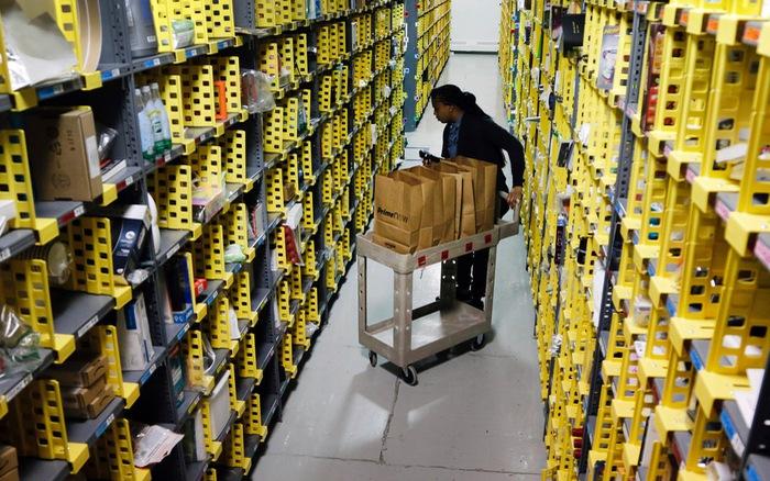Amazon tuyển 100.000 nhân viên vì lượng mua hàng trực tuyến tăng đột biến