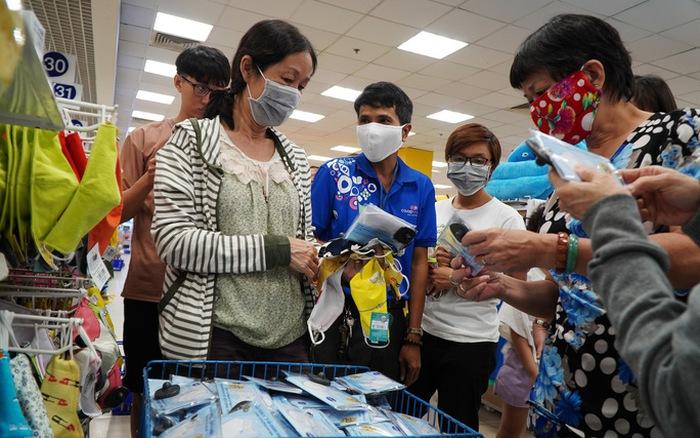 Hà Nội khuyến cáo người dân duy trì việc đeo khẩu trang nơi công cộng