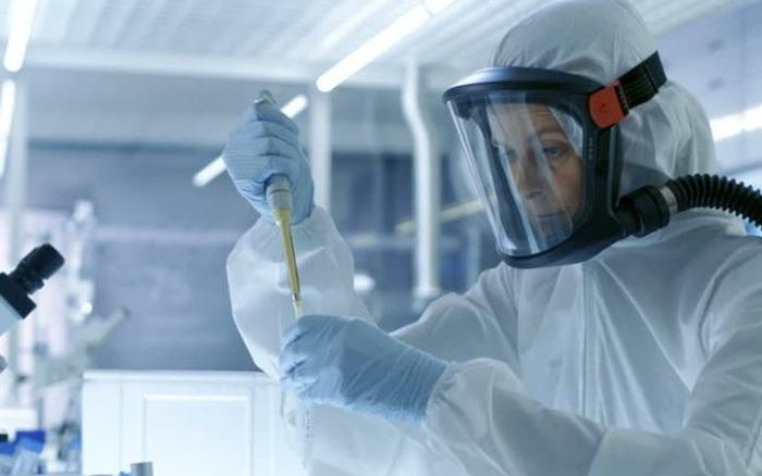 """Nhà khoa học Nga tự làm """"chuột bạch"""" thử vaccine COVID-19"""