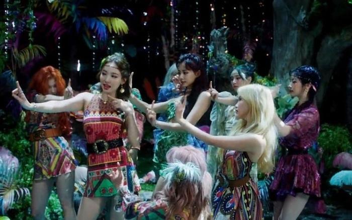 TWICE đẹp tựa những nữ thần rừng trong teaser MV mới
