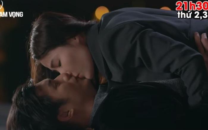 Tình yêu và tham vọng: Linh hôn Minh rồi và Linh còn chính là người chủ động