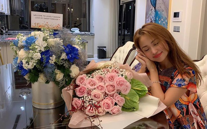 MC Thanh Vân Hugo cùng con trai Nam tiến