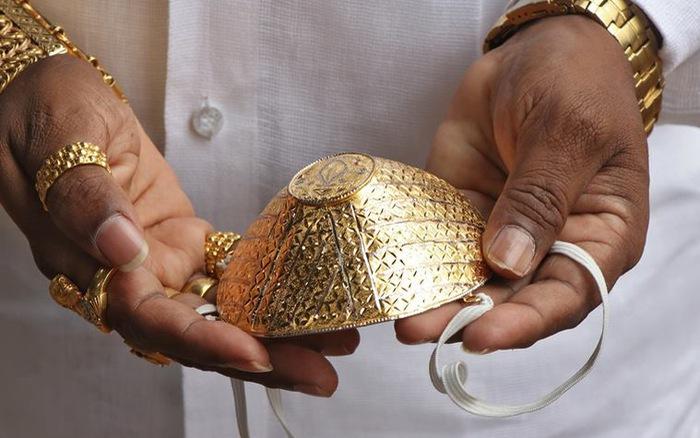 Doanh nhân Ấn Độ chi 4.000 USD làm khẩu trang vàng