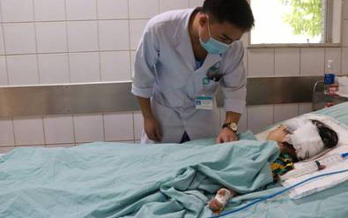 Ngã trong lúc đá bóng, bé gái 4 tuổi chấn thương sọ não nặng - mega 645