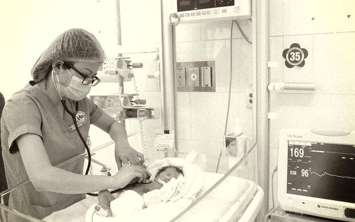 Bé sơ sinh non tháng bị bỏ rơi tại ruộng khoai ở Thái Bình tử vong