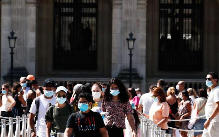 Pháp bắt buộc đeo khẩu trang ở thủ đô Paris