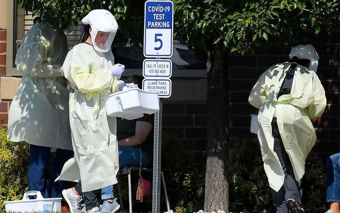 Ghi nhận 'tháng đen tối nhất' với 4 triệu ca nhiễm, Mỹ muốn rút ngắn thời gian cách ly