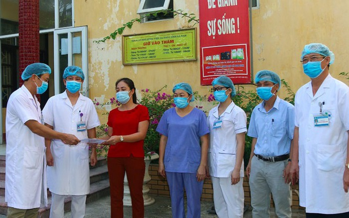 Bệnh nhân mắc COVID-19 cuối cùng tại Hà Nam xuất viện
