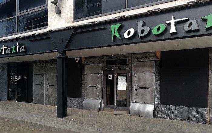 Nhà hàng chuyên về robot hút khách tại Anh