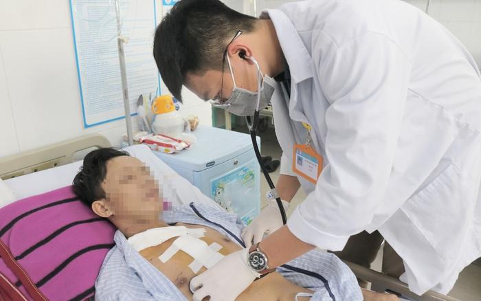 Cứu nam thanh niên dập nát vai phải, huyết áp gần bằng 0 sau tai nạn giao thông