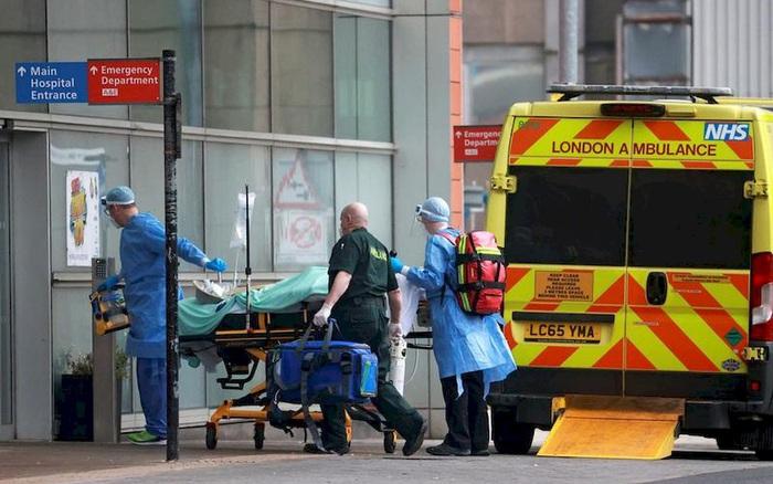 Hệ thống y tế quá tải khiến 4,5 triệu người ở vùng England chờ được nhập viện
