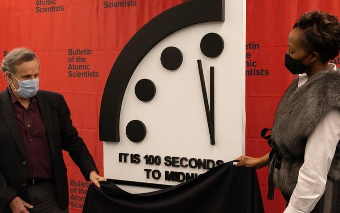 Đồng hồ Ngày tận thế được đặt ở mốc chỉ còn 100 giây