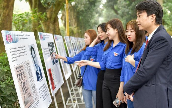 Trưng bày 300 hiện vật, tư liệu tại Khu di tích Chủ tịch Hồ Chí Minh