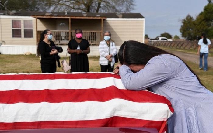 Mỹ hoàn trả chi phí tang lễ cho nạn nhân COVID-19 | VTV.VN