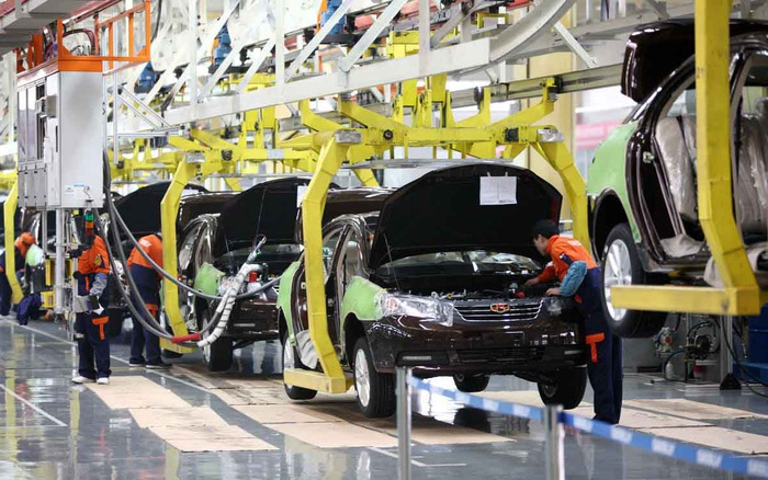 Thiếu hụt chip đẩy ngành sản xuất ô tô rơi vào cảnh