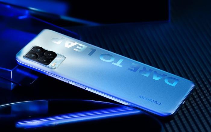 Realme 8 có giá bán hơn 7 triệu đồng